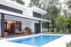 Casa en Playa Chiquita - Casa Tica